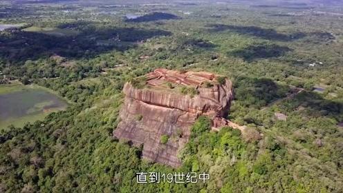 石头山上竟藏着一座宫殿,直到19世纪才被冒险家发现,什么来头