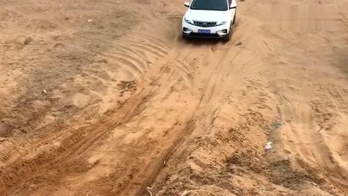 吉利博越挑战日天坡,家用SUV还敢来越野,真是自不量力!