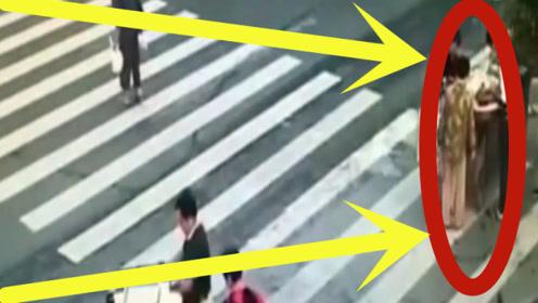 路人正在逛街,却不料身后一声巨响,下一秒还来得及吗!