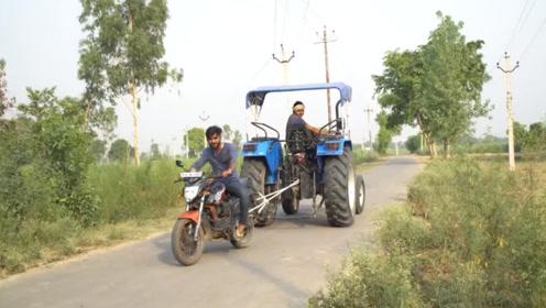 用摩托车能够拖动四轮车吗?看看老外的操作吧,网友:心疼摩托车