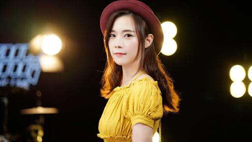 粤语经典,美女一首《电灯胆》听完有种莫名的心痛
