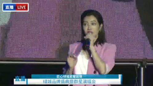 徐怀钰空降固镇 现场演唱经典歌曲《踏浪》嗓音太美