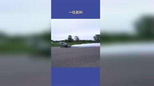 喷水摩托车用来洒水。