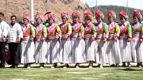 这么多傈僳族美女帅哥跳原生态傈僳族舞蹈,整齐度堪比部队阅兵了