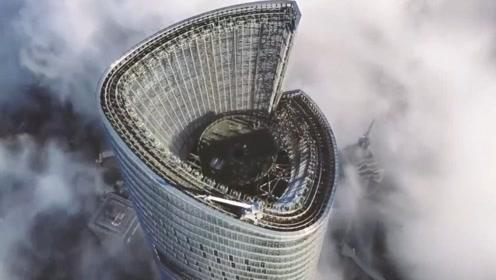 中国第一高楼穿越云层!632米花费十年建成,外形太震撼了