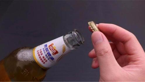 原来啤酒瓶盖处隐藏一个小机关,单手一拧就开,再也不用开瓶器了