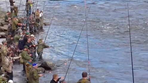 钓鱼:太多人了,因为有好多鱼
