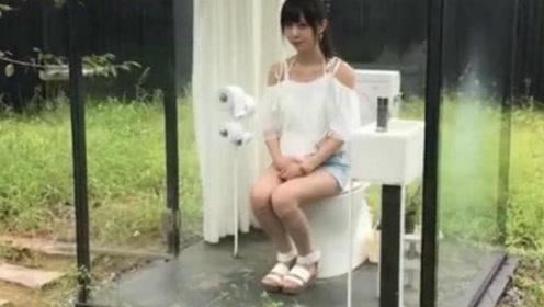 世界上最让人害羞的厕所,进去10分钟不出来,墙面马上就变透明