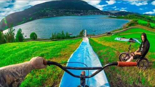 超好玩!极限牛人骑自行车挑战水滑梯,你猜他能成功吗?