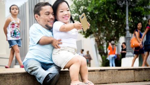 """全球最""""袖珍""""夫妻,2人身高都不足90厘米,生活却格外幸福"""
