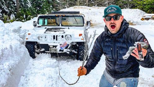 驾驶悍马在雪地玩越野,小伙一脚油门下去,彻底傻眼了