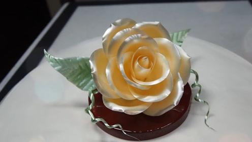 """日本街头大师2分钟就捏成了""""花朵""""甜点,看完过程,真是会玩"""
