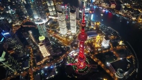 这是昨夜的上海!一抹中国红点亮东方明珠塔,无数人驻足观看