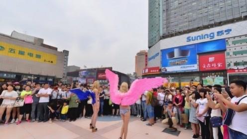 """外国女人出门不穿""""内衣"""",在中国是什么样?看完让人不好意思!"""