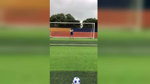 有足球就够了,要什么女朋友