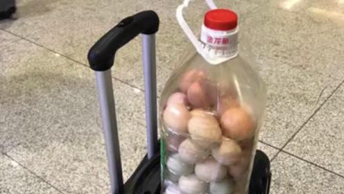 油桶瓶口这么小,鸡蛋是怎么放进去的?看完感觉智商欠费了