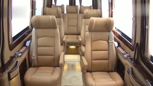 这是一辆豪华奢侈的奔驰MPV!