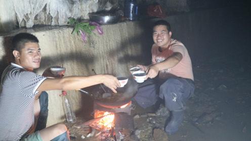 38度高温,小农乡躲进山洞,煮上4斤鱼,越吃越过瘾
