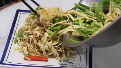 3张豆腐皮加1把小葱,试试这种新做法,给肉都不换