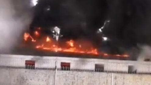 贵阳老干妈厂区突发大火 初步判断:高温天气引起仓库顶棚自燃