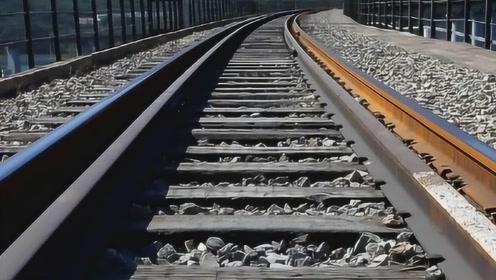 为什么火车铁轨采用生锈的铁?不锈钢不是更好吗,现在才明白