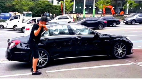 老外花2亿韩元买奔驰,结果成了噩梦开端,一怒直接砸了!
