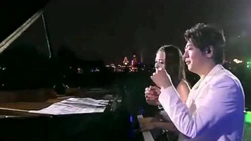 明星娱乐:郎朗婚后首次携妻子共同弹奏,这个画面好温馨啊!