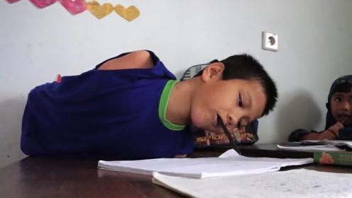 11岁男孩天生没有四肢,身残志坚的他,用游戏称霸同龄人!