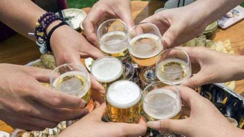 喜欢喝二两小酒的人,将来会怎么样?这3大疾病随时来袭!