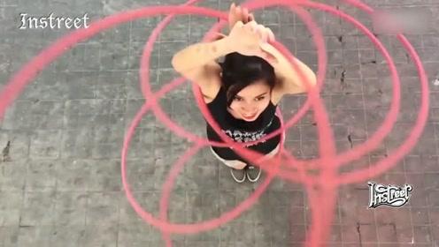 练过体操的女生是怎样玩滑梯的?