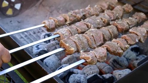 正宗的新疆羊肉串,新鲜又真实,肉从羊身上现割,能吃3串算你赢