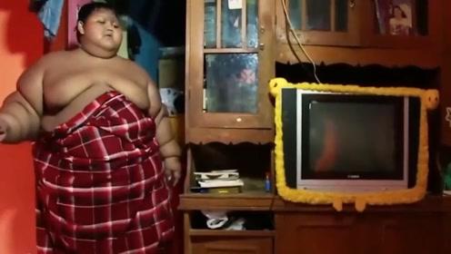 世界上减肥最成功的男孩,2年减掉204斤,减肥后面貌令人意外