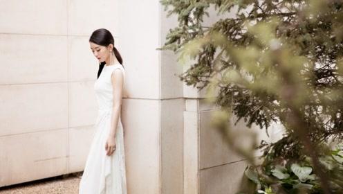 赵丽颖复工了!一身白色长裙优雅亮相 当妈后更美了