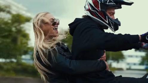 摩托车真能撩妹?小伙带小姐姐炫车技,这要是你你不心动?