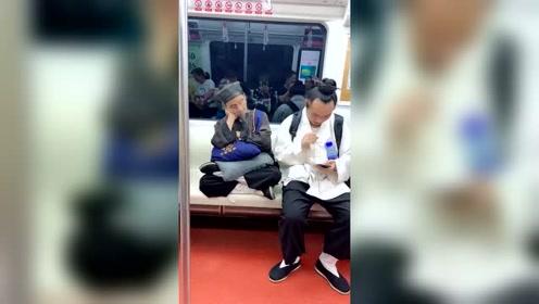和尚都开奔驰宝马了,国产本土宗教还在坐地铁