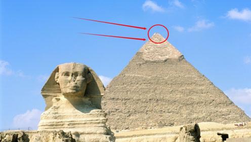 小伙偷偷爬上金字塔顶,下一秒腿都软了,网友:这也太可怕了