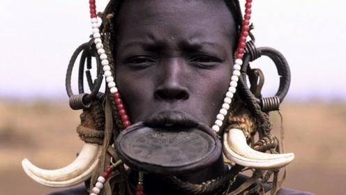 难以接受的审美,非洲古老的盘唇族,最美的女人长这样!