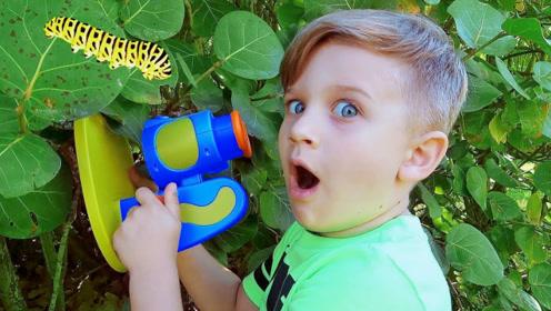 小男孩收到新礼物,原来竟是显微镜,打开新世界的大门!