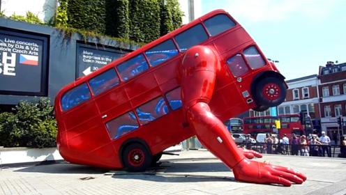世界上最奇葩的网红公交车,长着两个巨大的手臂,还会做俯卧撑