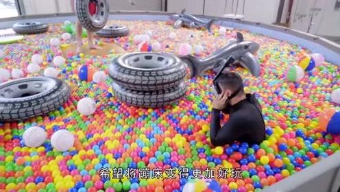 老外挑战十足刺激游戏!用200万个彩色球填满蹦床乐园,好想玩