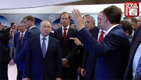 """普京和土耳其总统埃尔多安一起与俄罗斯宇航员""""视频聊天"""""""