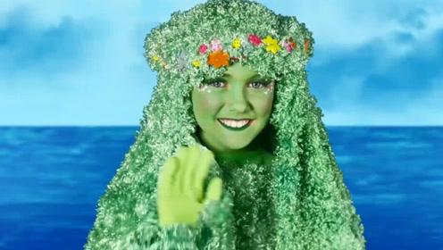 萌娃小可爱在玩什么游戏呀?怎么脸都成绿色了,在当树吗?