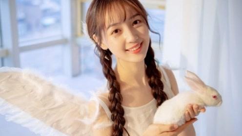 吴亦凡女友采访视频,真的温柔漂亮!但唱歌还是得让吴亦凡多教教