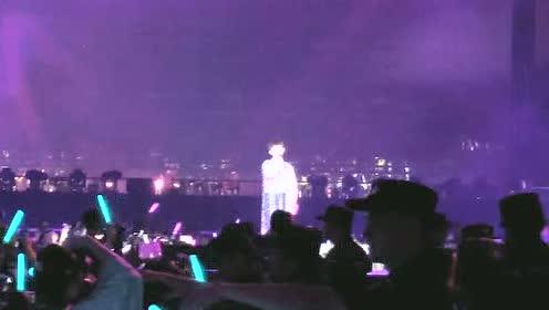 王源演唱会大合唱画面太感人 粉丝尖叫连连气氛棒呆
