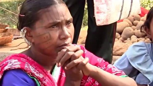 小伙去印度东部旅游,见到了许多在身体上穿环的女人