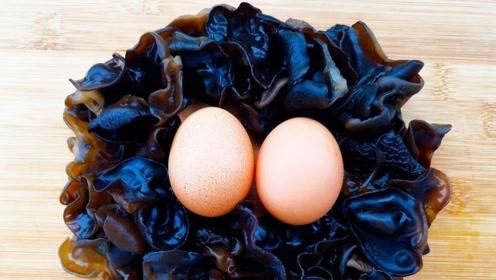 秋天要多吃木耳,加2鸡蛋竟然这么好吃,润肺降压我家每周吃5次