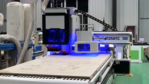 【蓝象数控】圆盘自动换刀数控开料机操作实拍