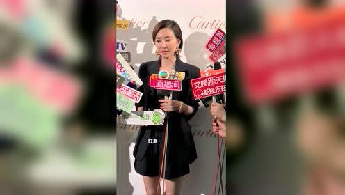 看看王丽坤今天的耳饰,感觉很重的亚子,耳朵的承重量很强啊。