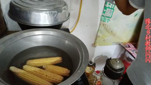 小伙刚说起锅里的玉米,媳妇就开始讽刺;听到内情就理解了