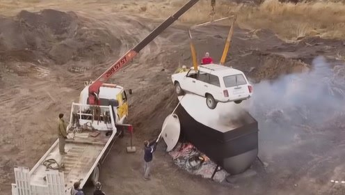 战斗民族大叔煮10吨开水炖汽车,全程高能,网友:外国人真会玩